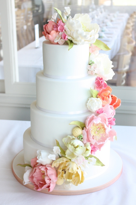 designed by cake ink this beautiful four tiered wedding cake is a