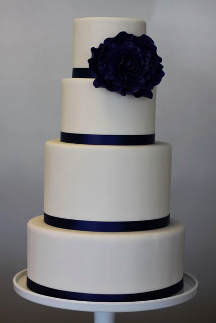 navy and white wedding cakes navy and white cake meandyoulookbook 17744