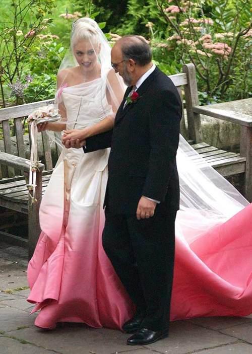 1406196952-gwen-stefani-dior-wedding-dress